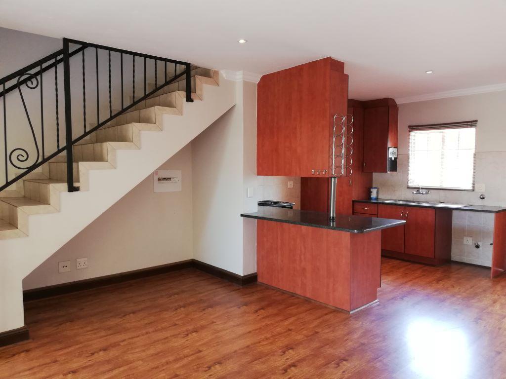 2 Bedroom, 2.5 Bathroom, 2 Garage, Duplex, 290 Marija Street, Annlin – PA023R