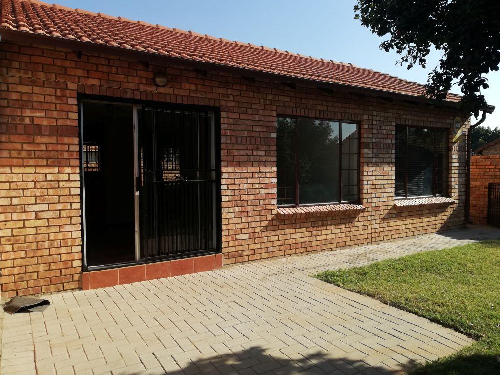 2 Bedroom, 1 Bathroom, 1 Garage, Simplex, 131 Furrow Road, Equestria – PA022R